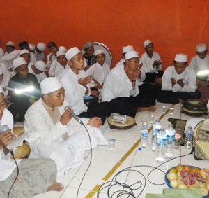 MANAQIBAN OF SHAIKH ABDUL QADIR AL-JAILANI TRADITION: Study of Living Hadith in Kunir Wonodadi Blitar