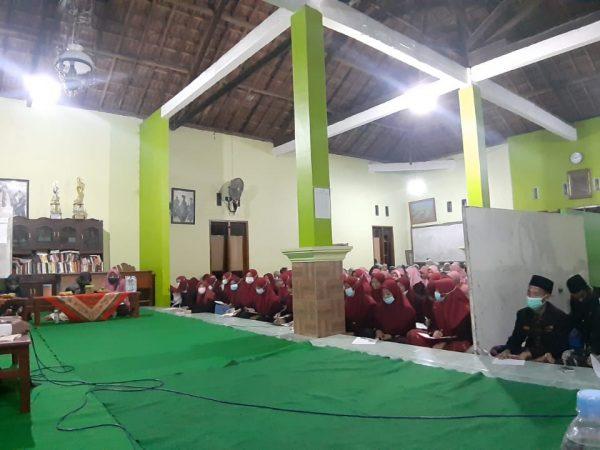 Sambut Kelulusan, Santri Kelas 3 Khataman Alfiyah Ibnu Malik dan Imrithi