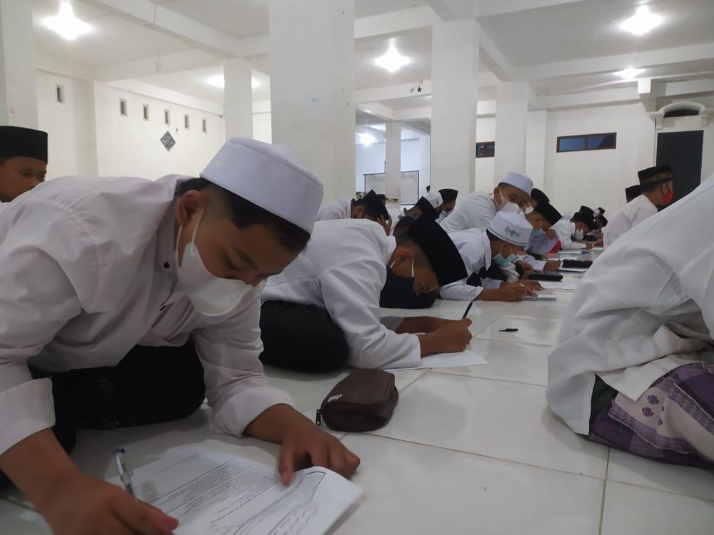Awali Tahun Ajaran Baru, Madin Al Kamal Laksanakan Tes Pembagian Kelas