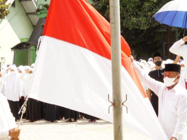 Peringati HUT RI 76, Santri PPTA Gelar Upacara Pengibaran Bendera